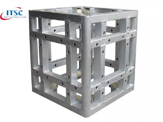 Aluminium structural trusses system in architectural form
